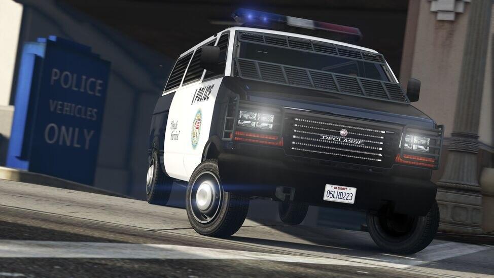police-transporter.jpg